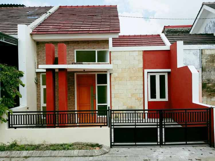 Rumah dengan pagar besi minimalis